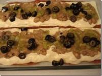 Мексиканская лазанья в процессе приготовления