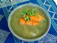 Суп из щавеля и любистка с морковным пюре