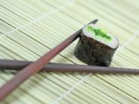 Готовим роллы, суши в домашних условиях, видео