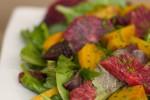 Салат из жареной свеклы и красного апельсина с пряной зеленью