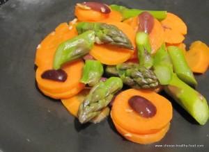 Салат с морковью и спаржей