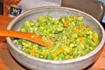 Гуакамоле с желтыми помидорами